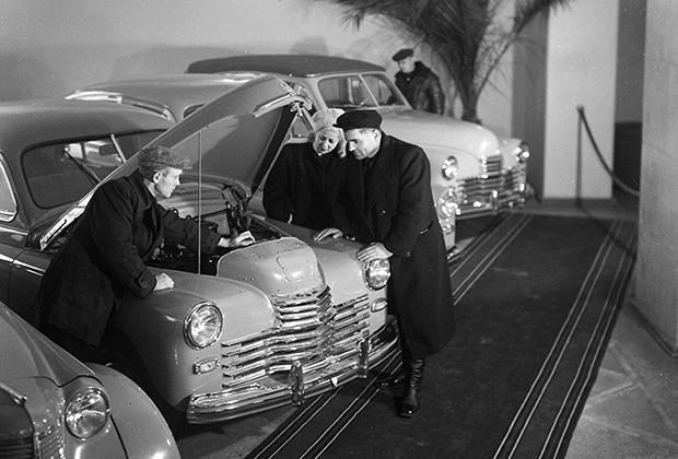 Магазин «Автомобили» на Бакунинской улице в Москве, 1951 год