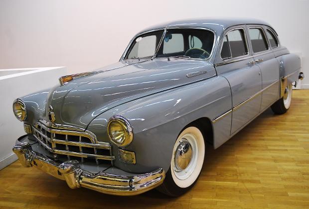 ЗИМ (1949-1959 годы) стал единственным советским автомобилем представительского класса, который поступил в свободную продажу, что несколько размывало его престижность в качестве «членовоза».