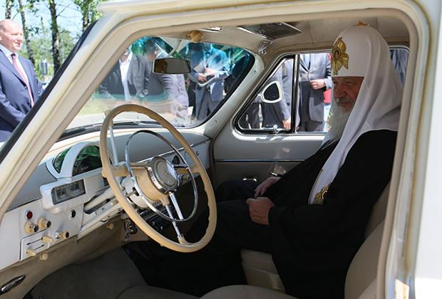 Долгие годы оставаясь самой престижной советской машиной, находящейся в свободной продаже, именно ГАЗ-21 «Волга» приобрела по-настоящему культовый статус. Такие машины есть в коллекциях многих богатых и облеченных властью россиян. «Волга» есть у Владимира Путина, и он часто катает на ней гостей. Например, патриарха Кирилла.