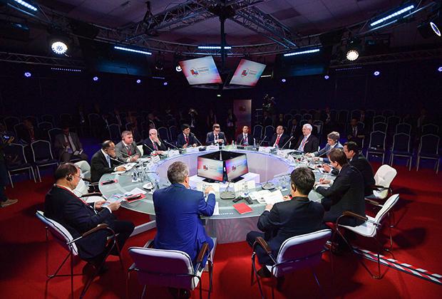 Сессиия «Нефтегазовая отрасль. Новые возможности сотрудничества в апстриме, мидстриме и даунстриме» на II Российско-китайском энергетическом бизнес-форуме