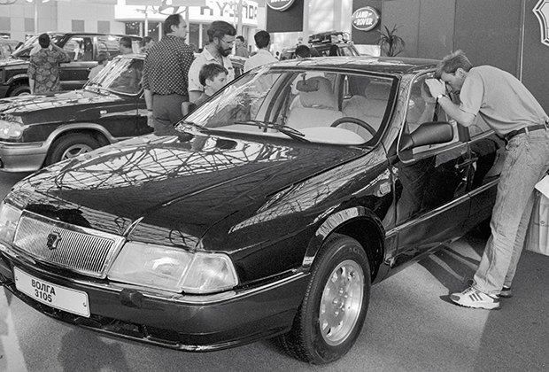 ГАЗ-3105 с восьмицилиндровым двигателем по первоначальному плану должна была занять нишу между обычной «Волгой» и ГАЗ-14 «Чайка». После прекращения производства последней в рамках кампании по борьбе с привилегиями ГАЗ-3105 должен был заменить собой «Чайку». Помешал распад СССР.