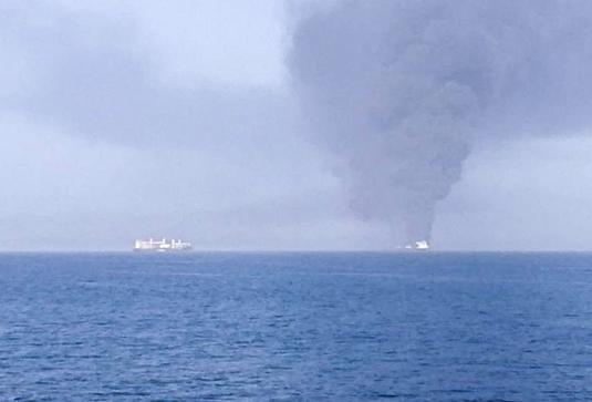 Загоревшийся танкер