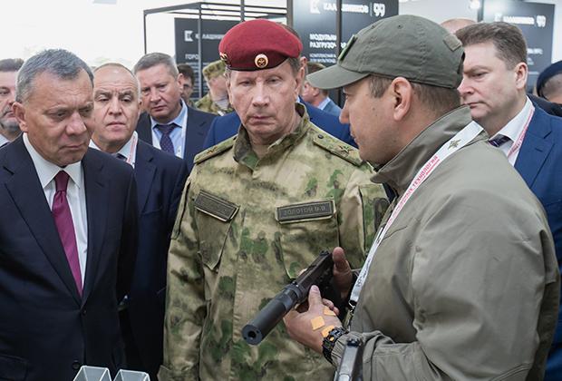 Виктор Золотов на специализированной выставке специальной техники