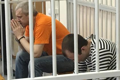 Александр Жильников (слева)