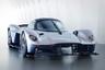"""Концепт суперкара Aston Martin впервые продемонстрировал на Женевском автосалоне в 2017 году. Серийный выпуск запланирован на вторую половину 2019 года. Valkyrie <a href=""""https://astonmartin.ru/models/hypercars/valkyrie/"""" target=""""_blank"""">оснащается </a>гибридной установкой мощностью 1176 лошадиных сил, до 100 километров в час гиперкар разгоняется за 2,5 секунды, а его максимальная скорость превышает 400 километров в час. <br></br> Всего британская компания выпустит 150 экземпляров Valkyrie, стоимость каждого из которых составит около 3,2 миллиона долларов. Кроме того, запланировано производство еще 25 единиц трековой модификации AMR Pro. На данный момент все автомобили уже распроданы."""
