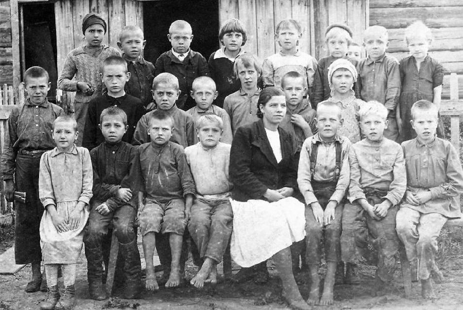 На снимке — представители немецкой общины в Сибири. Семьи этой общины были депортированы НКВД в Сибирь после вторжения войск нацистской Германии в СССР, 1945 год