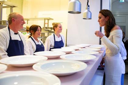 Кейт Миддлтон явилась на публику в неподобающем наряде в духе Меган Маркл