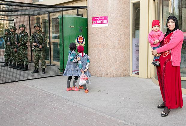 Власти Синьцзян-Уйгурского округа запрещают родителям давать детям имена «Мухаммед», «Джихад» и «Ислам». Это еще один шаг для контроля за различными аспектами жизни  этнического уйгурского меньшинства.