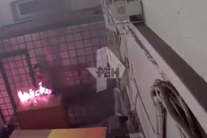 Россиянин в клетке поджег отдел полиции и попал на видео