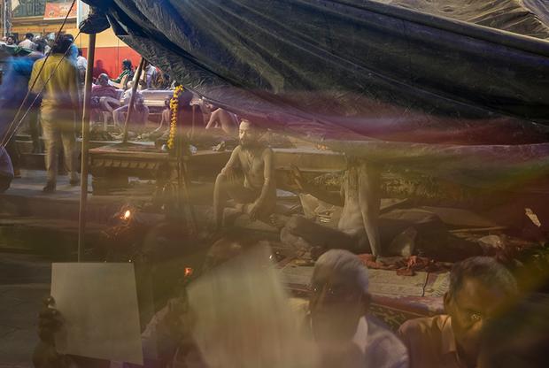 Сумер может часами сидеть и всматриваться в толпу, чтобы достичь медитативного состояния.