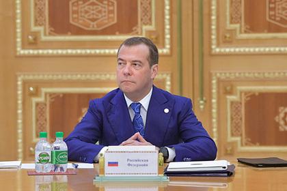 Медведев приставил к регионам министров-кураторов