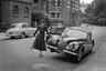 В 1955-м Орват провел несколько месяцев в Лондоне, где создал серию фоторепортажей, в которых ухитрился уловить парадоксы английского образа жизни. На его снимках хорошо видно, как тесно английский консерватизм переплетен с неизбывной эксцентрикой обитателей британской столицы.