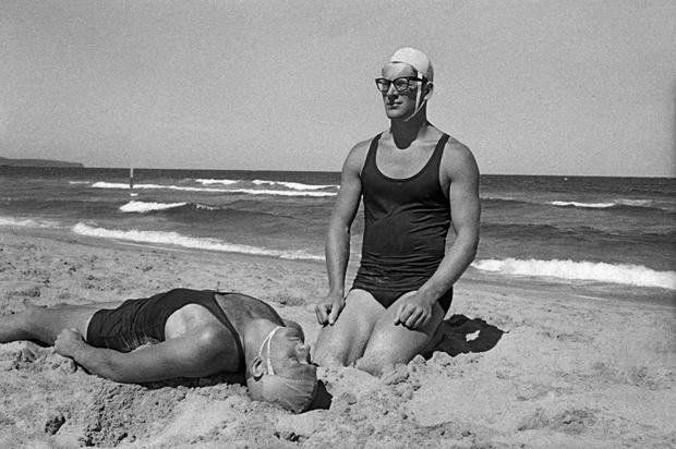 В начале 1960-х уже сделавший себе имя в репортажной и модной фотографии Орват обратился к жанру фотожурналистики и совершил кругосветное путешествие, снимки из которого печатал немецкий журнал Revue.