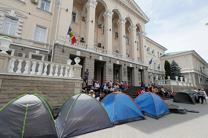 США покончили с политическим кризисом в Молдавии
