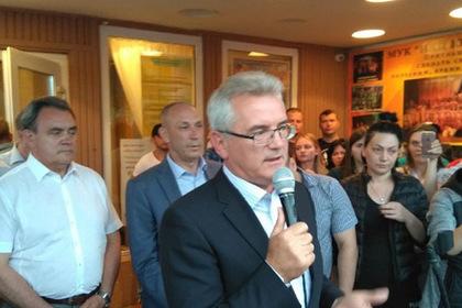 Российский губернатор выступил на народном сходе по теме конфликта с цыганами
