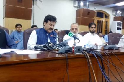 Министр превратился в кошку во время пресс-конференции