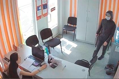Россиянин попытался ограбить офис микрозаймов и потерпел неудачу