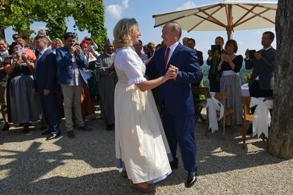 Бывшая глава МИД Австрии раскрыла детали приглашения Путина на свадьбу