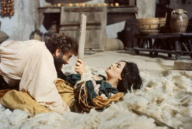 Первым фильмом Дзеффирелли при этом была другая шекспировская адаптация — «Укрощение строптивой», главные роли в которой сыграли женатые друг на друге в реальной жизни суперзвезды шестидесятых Ричард Бартон и Элизабет Тэйлор. Визуальный лоск и оперная, возвышенная сентиментальность этой постановки станут фирменными знаками работы Дзеффирелли на протяжении всей его карьеры.