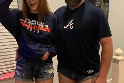 Брутальный отец стал носить мини-шорты в отместку дочери