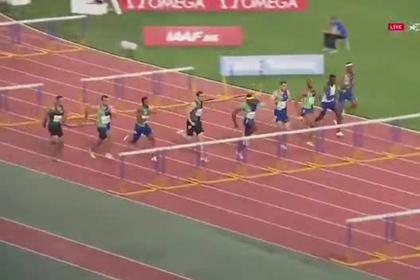 Российский бегун был сбит соперником и в падении выиграл забег