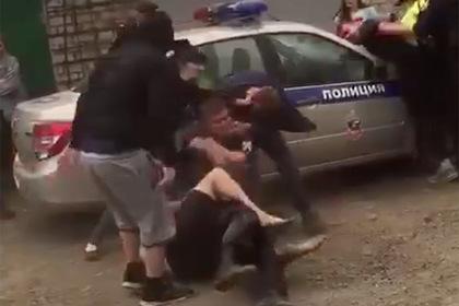 Летняя вечеринка россиян закончилась дракой с полицией