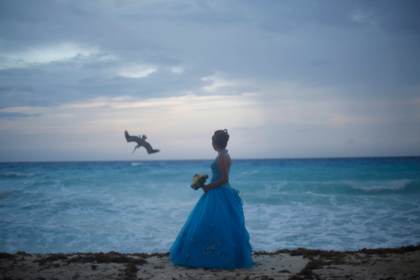 Невеста попросила гостью на свадьбе изменить внешность и была осмеяна