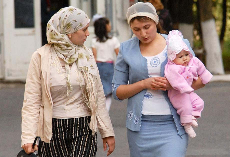 Женщины на улице Назрани