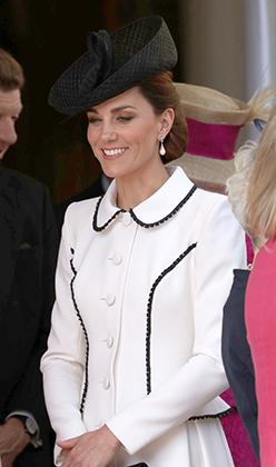 Герцогиня Кембриджская Кэтрин на церемонии вручения Благороднейшего ордена Подвязки в платье Catherine Walker