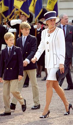 Принцесса Диана с сыновьями на 50-й годовщине Дня победы над Японией в 1995 году