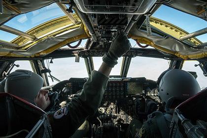 Перехваченный Су-27 вблизи Крыма B-52 аварийно сел