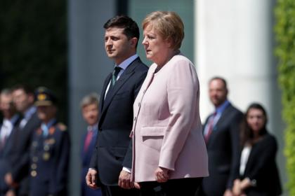 Меркель затряслась рядом с Зеленским