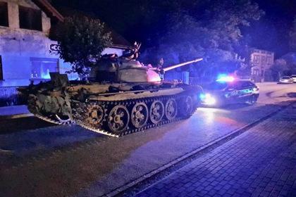 Пьяный мужчина покатался на советском танке по польскому городу