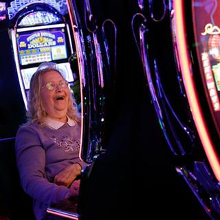Казино набирает штат играть покер онлайн бесплатно и на деньги