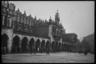 Площадь и рынок в оккупированном Кракове. Польша, 1939 год.