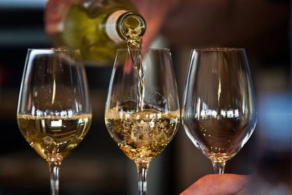 Правительство решило убедить россиян пить отечественное вино