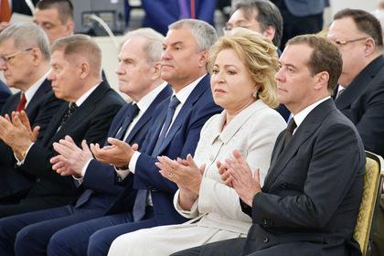 Путин похвалил правительство и Центробанк