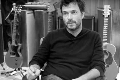 Французский музыкант Филипп Здар выпал из окна и умер