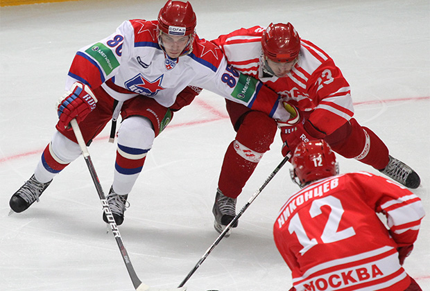Никита Кучеров (в белом)