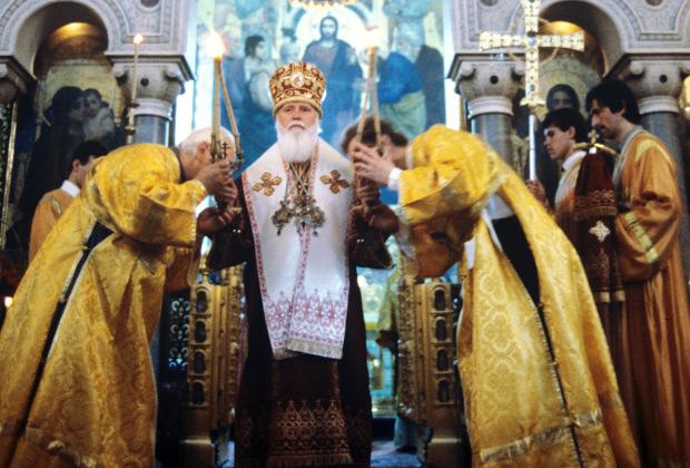 Митрополит Киевский и Галицкий Филарет, Патриарший экзарх Украины, во время богослужения, 1988 год