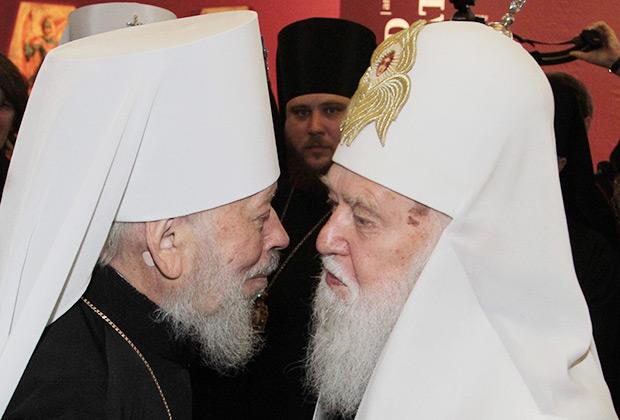 Глава Украинской православной церкви Московского патриархата Владимир (слева) и глава Украинской православной церкви Киевского патриархата Филарет, 2013 год