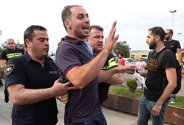 Policemen detain a man during a protest against the visit of the Russian delegation in Tbilisi, Georgia June 20, 2019. REUTERS/Irakli Gedenidze - RC1DBCD84730
