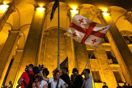 Полиция применила силу против протестующих в Грузии
