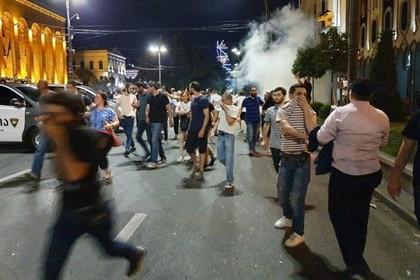 Грузинских протестующих начали разгонять водометами