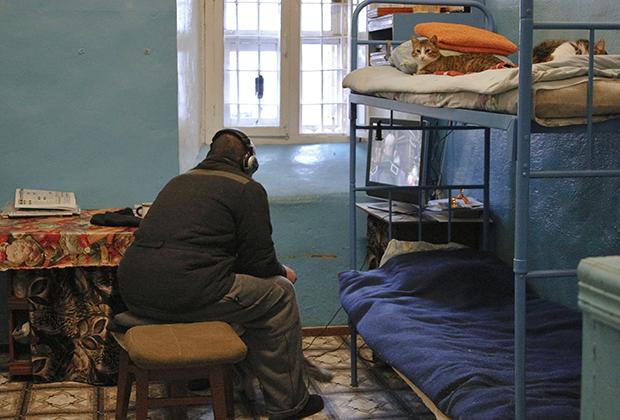 Осужденный в ИТК-5 «Вологодский пятак» играет на приставке
