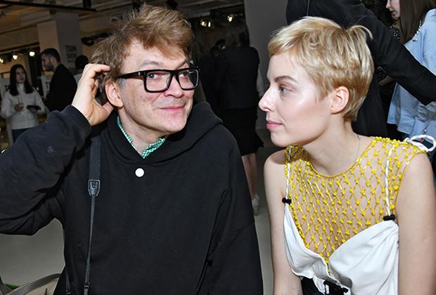 Художник Павел Пепперштейн (слева) на показе новой коллекции ЦУМ Fashion Show