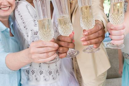 Невеста захотела провести свадьбу без подруги и была раскритикована в сети