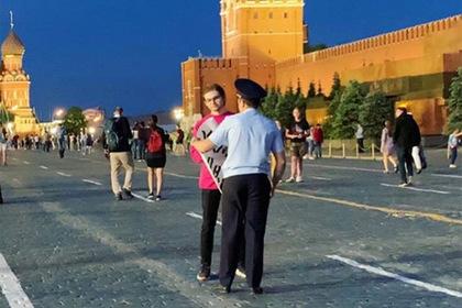 Ловца покемонов в храме задержали за пикет на Красной площади