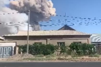Снаряды с загоревшегося военного склада в Казахстане долетели до жилых районов