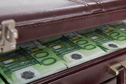 Россиянку соблазнили чемоданом евро